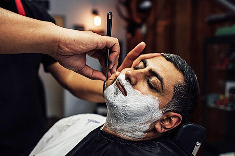 Maloney's Barbershop : The Fine Art of Shaving